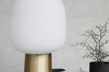 Piękna lampa stołowa Note House Doctor.