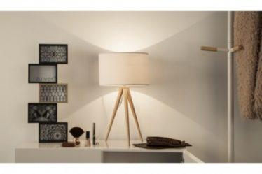 Biała lampa stołowa na trójnogu do salonu
