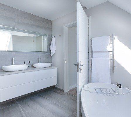 drzwi IMPULSE z powłoką Active Shield - nowoczesna łazienka