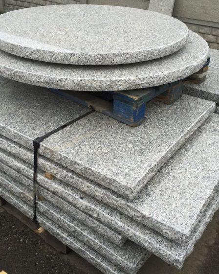 stół z blatem granitowym