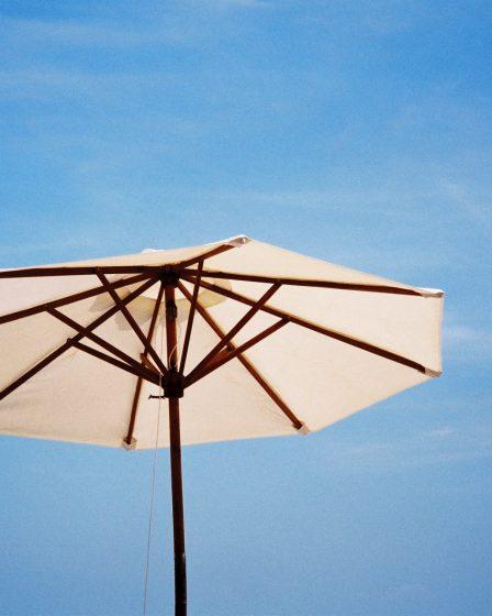 Wyjątkowy parasol prostokątny.