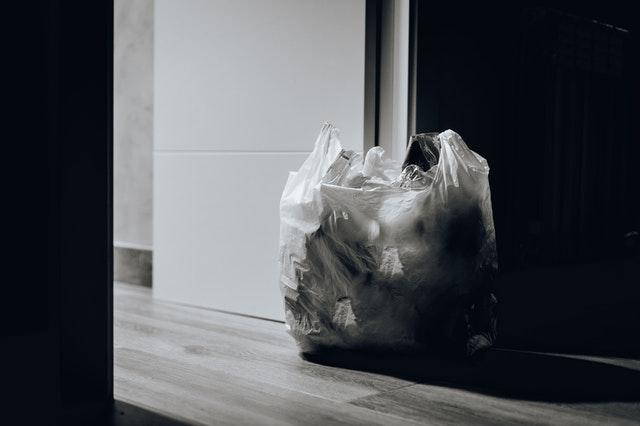 Worki na śmieci biodegradowalne w pokoju